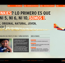 Proposition de site pour 4funkies. Um projeto de Design de Laure Chassaing - 23-05-2012