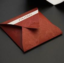 Shiseido // Packaging, folletos y piezas promocionales.. Un proyecto de Diseño de Tony Raya  - Jueves, 23 de enero de 2014 00:00:00 +0100