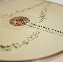 Álbum musical Lágrimas y Favores. Diseño Editorial y Packaging.. Um projeto de Design editorial, Design gráfico e   Packaging de Plan D Creativos          - 12.02.2012