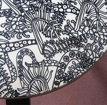Banqueta Bichos. Un proyecto de Artesanía, Diseño, Diseño de muebles, Diseño gráfico, Ilustración y Serigrafía de Bevero  - Martes, 30 de octubre de 2012 00:00:00 +0100