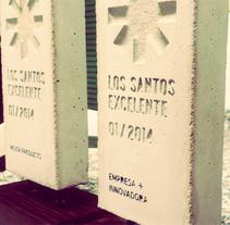 Distintivo Los Santos Excelente. A Br, ing, Identit, Graphic Design, and Sculpture project by José María Cruz de Toro         - 22.08.2014