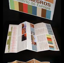 Folleto desplegable turístico Comarca de los Monegros . Un proyecto de Ilustración y Diseño gráfico de César Calavera Opi - 21-10-2014