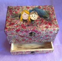 Caja con Transfer y Decoupage. Um projeto de Artesanato de Laura         - 07.01.2015