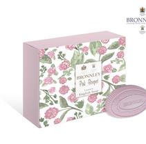 Packaging estampado para BRONNLEY. Um projeto de Br, ing e Identidade, Design gráfico e Packaging de Paola Noguera         - 27.01.2015