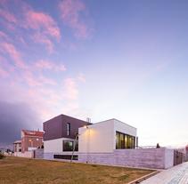 VIVIENDA EN CALLE DEL NORTE. Villares de la Reina (Sa).. Un proyecto de Fotografía y Arquitectura de Álvaro Viera         - 04.02.2015
