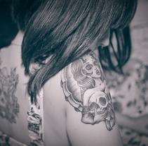 Tattooed girl. Um projeto de Fotografia de Laura Carbonell - 06-03-2015