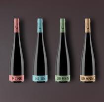 Vino para una velada romántica | diseño de botella y de etiqueta. Un proyecto de 3D, Diseño gráfico y Packaging de Saúl Arribas Miguel - 29-11-2015