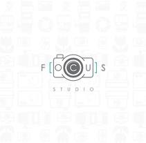 Estudio fotográfico Focus. Um projeto de Ilustração, Direção de arte, Br, ing e Identidade e Design gráfico de Felix Avendaño         - 04.04.2016