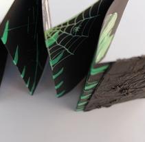 ' MY FRANKENSTEIN' Libro de ilustraciones con encuadernación en acordeón, formato a6.. Un proyecto de Ilustración y Diseño editorial de Lucía Herrero García         - 14.12.2016